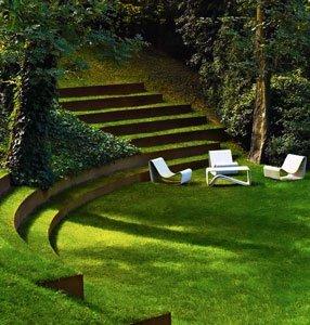 газон в саду